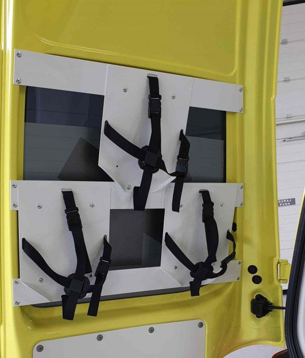 Nosač kacige za vozila hitne pomoći